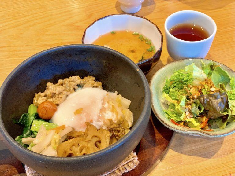 お野菜たっぷりでピリ辛の「和風ビビンバ」1,350円。