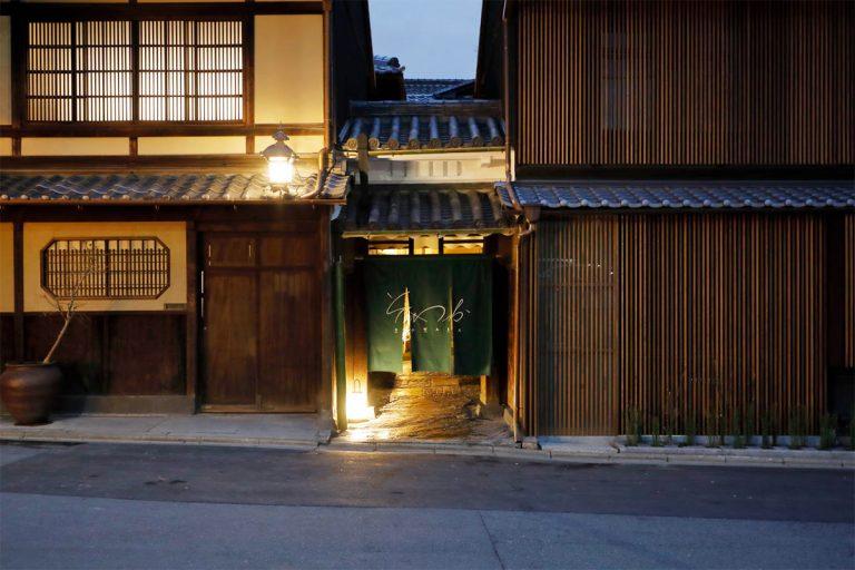 八坂神社南門や石塀小路からもすぐ近く。