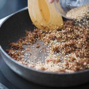 だしがらを使った、ふりかけの調理方法も教わる。