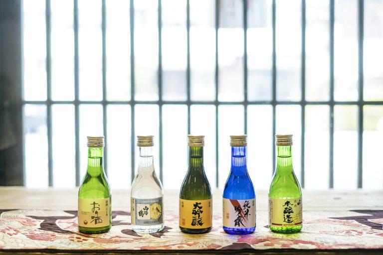 〈山陽鶴酒造〉の代表銘柄が一合瓶に入った「五酒セット」180㎖×5本1,620円(税込)