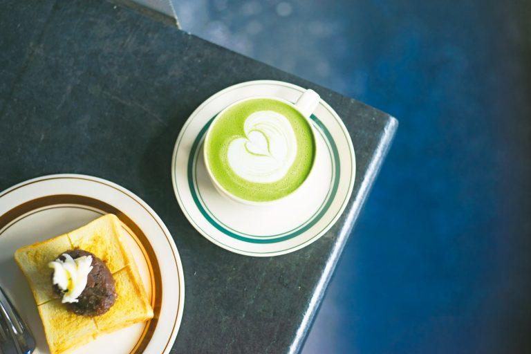 フードメニューで人気のあんバタートースト417円は、お茶との相性を考えて素材や食感にこだわった一品。