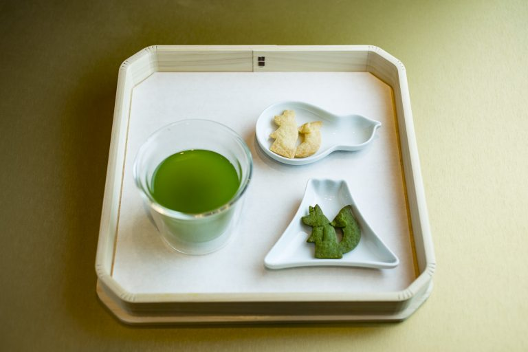 煎茶のオススメは「知覧 あさつゆ」(600円)(サブレ付き)
