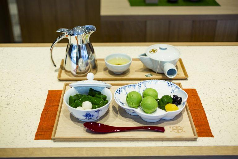抹茶餡を添えた「生茶ゼリイ[深翠]」(1,350円)