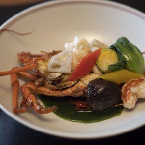 「伊勢海老の美味煮」は自慢の一品。熱海産原木椎茸とともに。