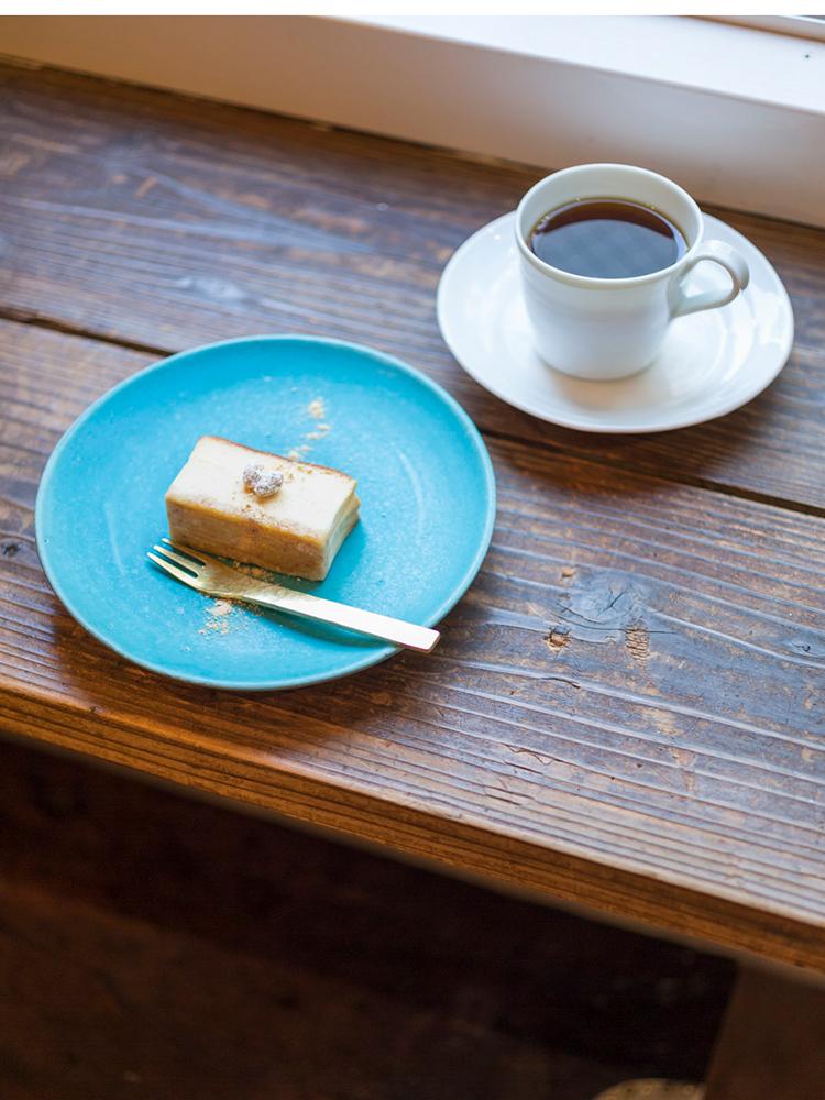 「ブレンド」(450円)、しっとりとして濃厚な「みそチーズケーキ」(540円)(セットは870円)