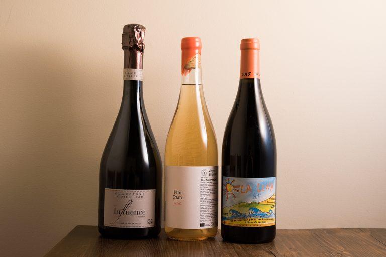 ワインはヴァンナチュールのみ。フランス産を中心に60~80種。グラス 800円~、ボトル 4,500円~
