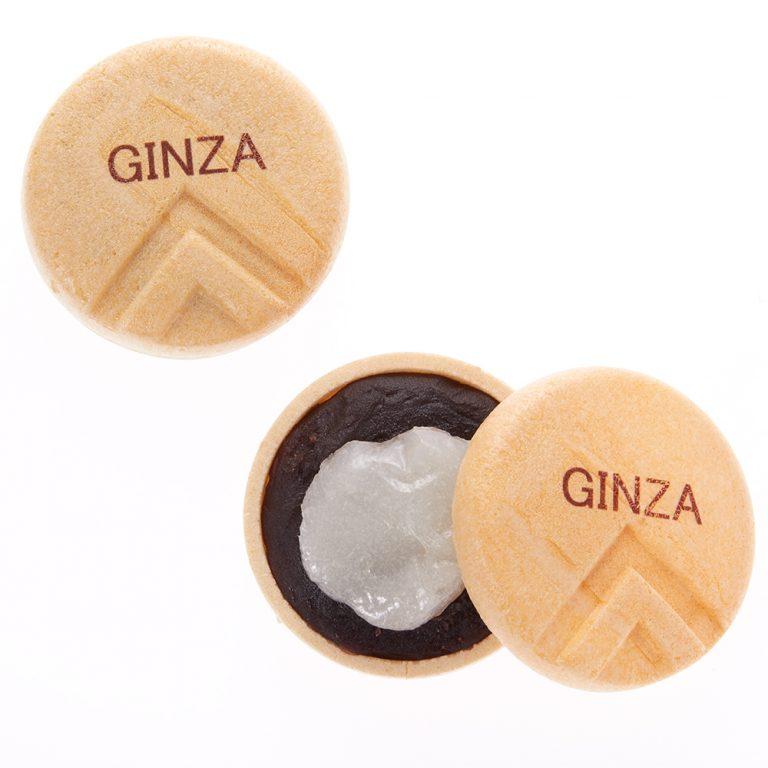 〈松屋銀座〉限定で手に入るのは、モダンなロゴが入った「GINZAもなか」320円だ。