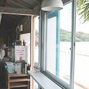 全国で見つけた海辺のおしゃれカフェ3選!夏休みは海でゆっくり。
