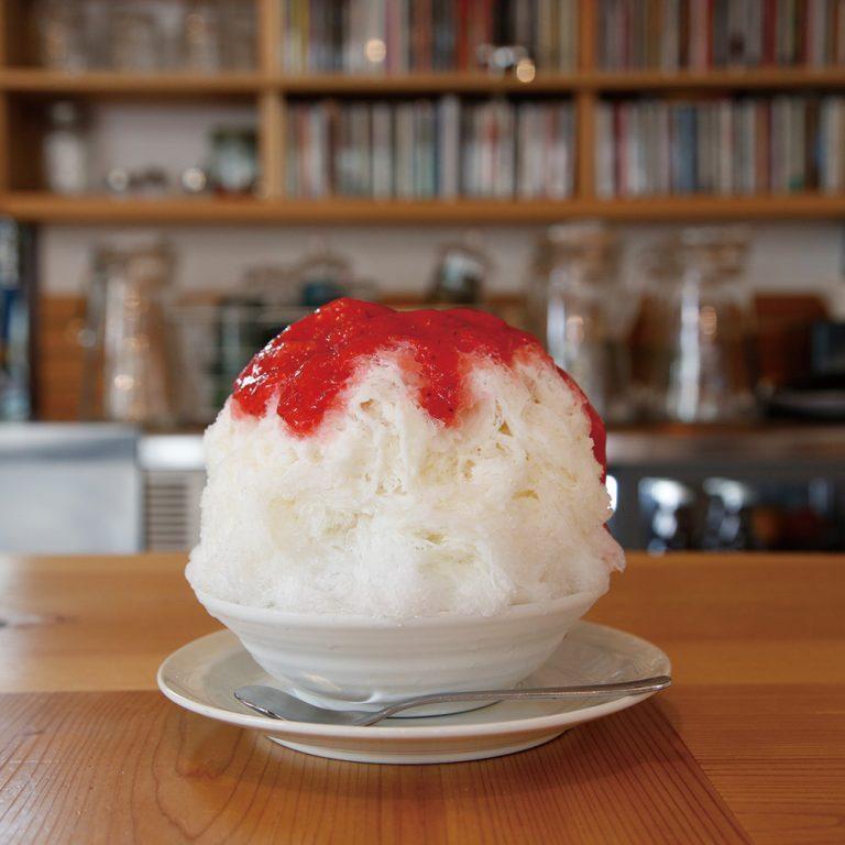 酸味の強いいちごを主役にした「生女峰いちごミルク」(1,000円)(各税込)