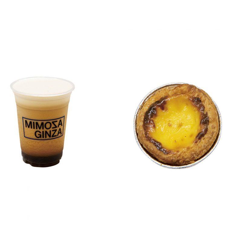 右:「エッグタルト」200円。出来たては特に美味。 左:「チャイニーズシーズナブルフォームティー」550円。プーアール茶ベースのドリンクにふわふわのフォームが。