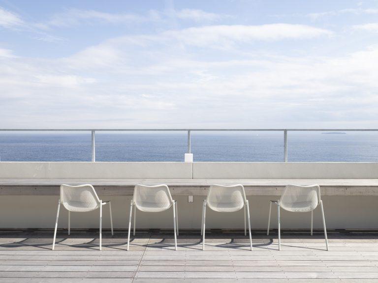 屋上テラスから海景が眺められる。