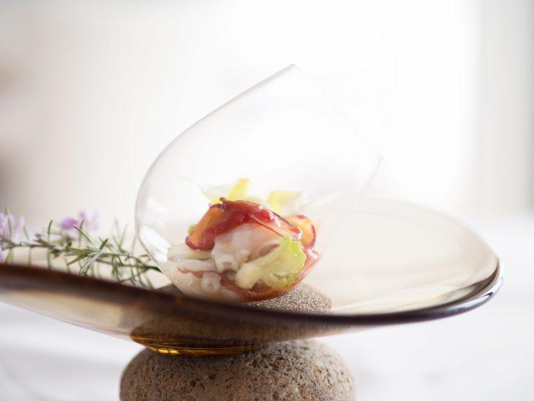 ディナーの前菜「活生蛸のマリネ、花野菜、ベルガモットの香」。