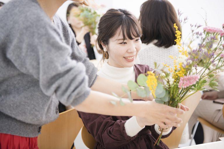 「こうするともっと可愛くなりますよ」と前田さんがアドバイス。