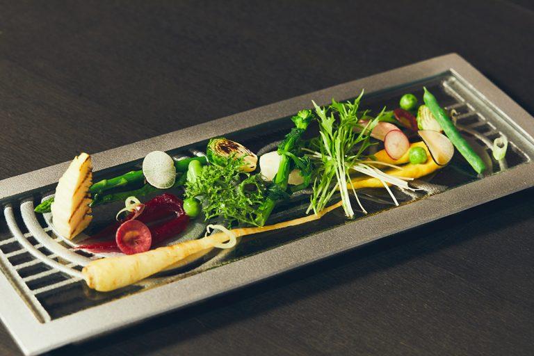 季節の野菜の前菜。17種類前後の野菜をそれぞれに合った調理法で。
