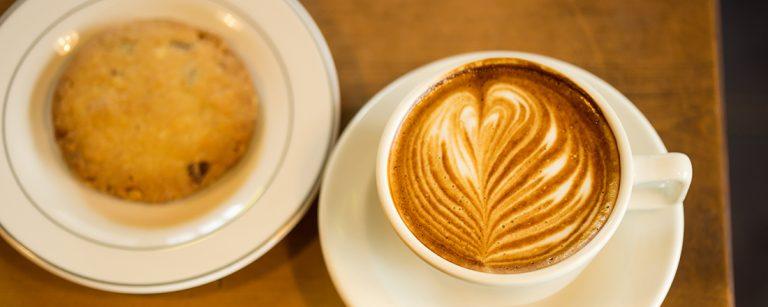 鎌倉・材木座のカフェ〈MILL COFFEE & STAND〉が、ローカルに人気の理由とは?