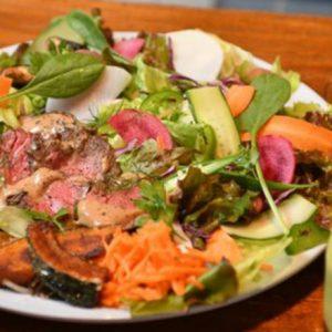 ランチは牛肉でパワーチャージ。ヘルシーな牛肉メニューが楽しめる都内のおいしいレストラン3軒