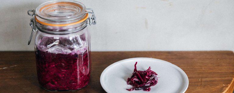 〈Restaurant eatrip〉の厨房から。vol.1 キャベツを発酵させてみよう。