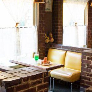 ソファ席で読書とコーヒーを楽しめる、レトロかわいい東京純喫茶3軒