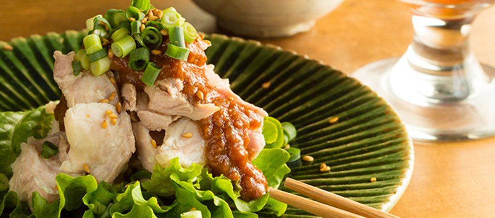 昼はヘルシーな定食屋、夜は居酒屋へ変貌。ローカルが集まる人気店、鎌倉・大町〈オイチイチ〉へ。