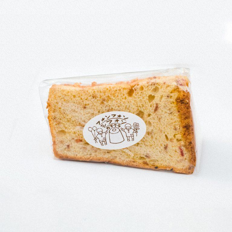 シフォンケーキはベルギーチョコ、バナナ、紅茶など常時6種類。季節素材もお楽しみに。300~380円。