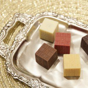 「キューブ・ルノートル」(2,400円)ダーク、ミルク、ストロベリー、パッション、ココナッツの5種類入り。