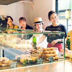 福岡グルメトレンド最前線、大名の進化系立ち飲みスタンド〈岩瀬串店〉へ。