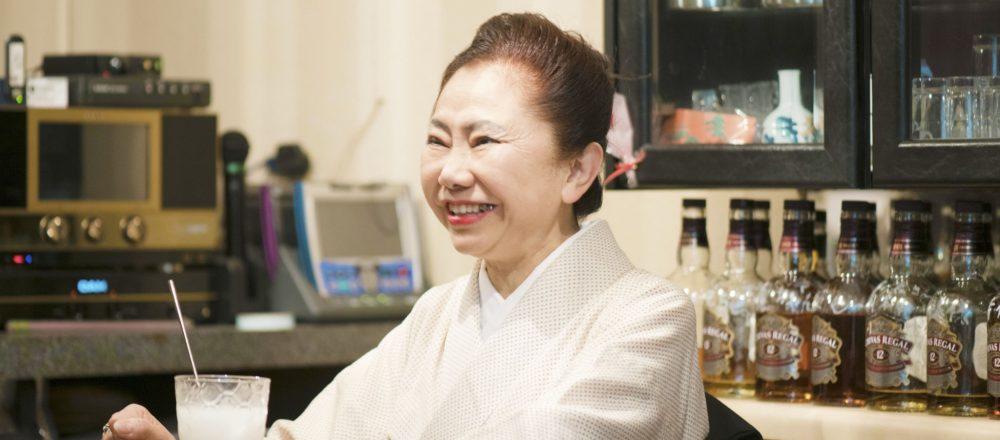 """神保町〈スナックみその〉の浩子ママの目標は生涯現役!""""かっこいい大人の生き方""""とは。"""