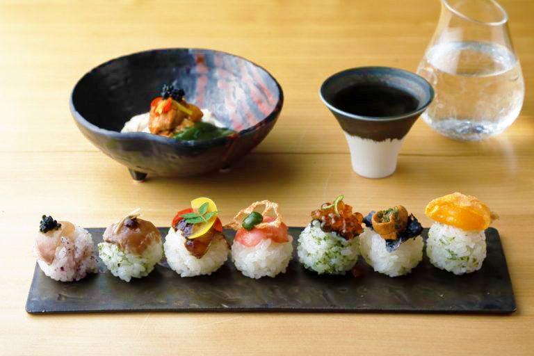「手毬鮨7種盛り」1,200円、「生湯葉と雲丹の抹茶味噌がけ」1,000円