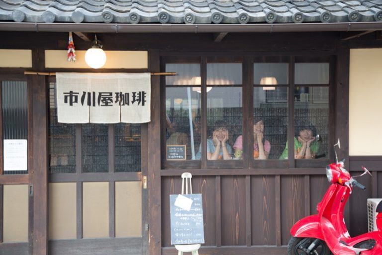 糸井重里主宰「ほぼ日刊イトイ新聞」『カロリーメイツ』の食いしん坊3人組。