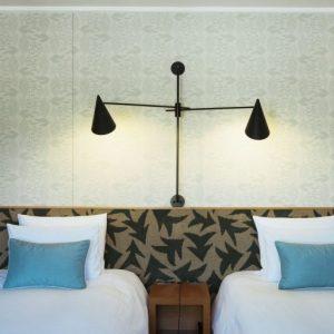 客室の壁紙はミナペルホネンによる「happa」と「mori」。