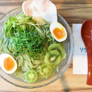 〈ソラノイロ 麹町店〉が〈キューサイ〉とのコラボで「青汁冷麺」誕生。