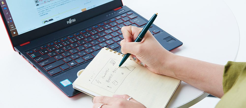 働く女子の愛用品。PCと〈ロルバーン〉のノート/ハナコラボディレクター・川久保美月さん