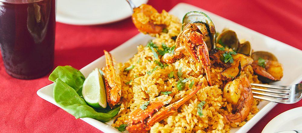 ハワイでいま訪れたいエスニック料理店4軒。魚介の旨味が凝縮した必食の一皿も。