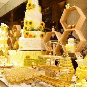 〈ヒルトン東京〉の黄色づくしのデザートビュッフェ『Happyハニー・ホリック』。