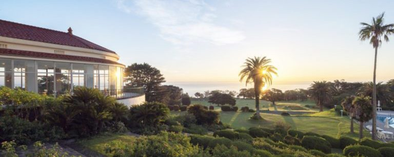 全国人気ビーチにあるリゾートホテル3選!インフィニティ風呂など絶景温泉も。