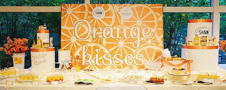 〈ザ ストリングス 表参道〉でオレンジづくしの〈SABON〉コラボビュッフェ開催。