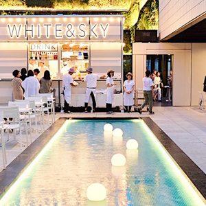 〈東急プラザ銀座〉のプールサイドビアガーデン「WHITE & SKY -POOLSIDE BEER GARDEN-」が期間限定オープン!