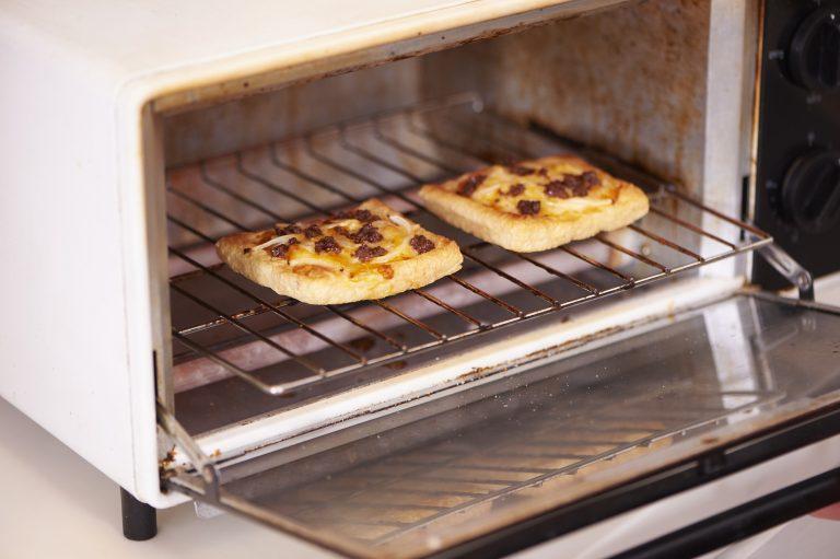 「イカへしこのオイル漬けのお揚げピザ」
