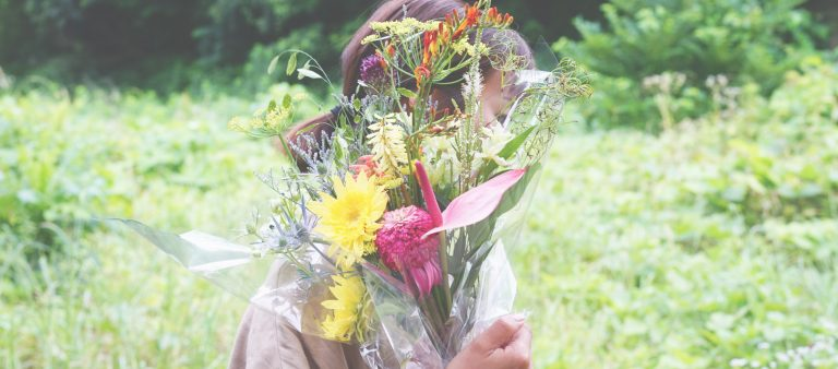 「人目に触れずに散っていく花を減らしたい」。フラワーアーティスト・前田有紀の『フラワーロス』への取り組み。
