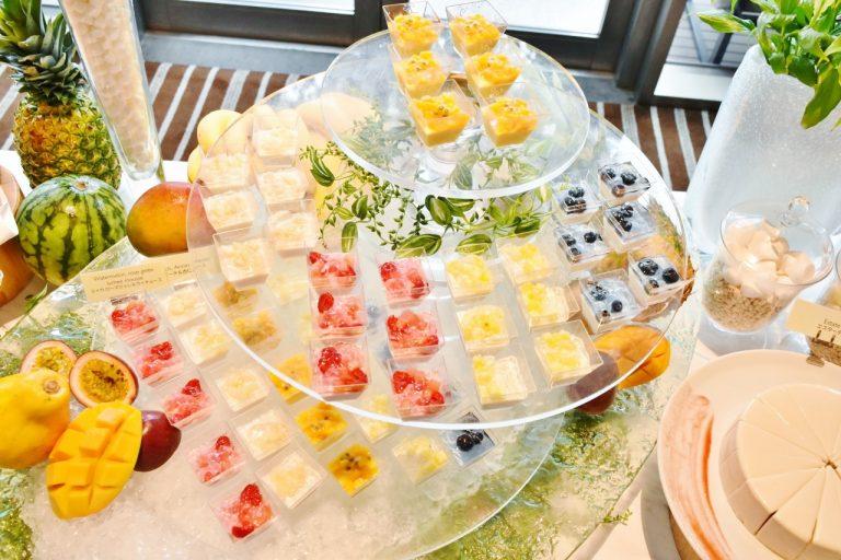 〈グランド ハイアット東京〉で、トロピカルフルーツのアフタヌーンティー ブッフェ。