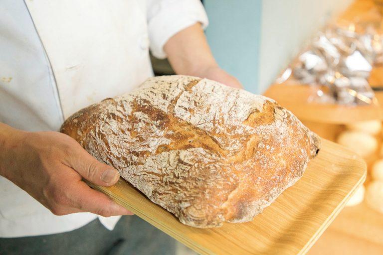 自慢の「パン・ド・ロデヴ」は食事パン。サンドイッチにしても。500円。