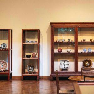 器の今と昔。〈日本民藝館〉で柳宗悦の食卓を再現中。