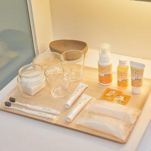 北海道産のカレンデュラを使ったシャンプーや馬毛の歯ブラシなど、アメニティも充実。