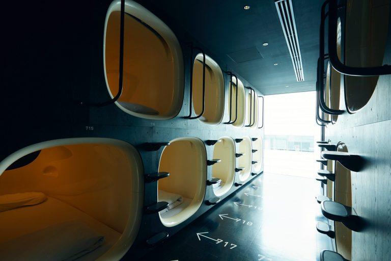 建築デザインと設計は平田晃久氏。近未来的なカプセルのデザインは、世界的なプロダクトデザイナーである柴田文江氏によるもの。2010年グッドデザイン賞金賞受賞。
