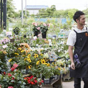 半世紀以上にわたり園芸の発展を支える〈オザキフラワーパーク〉。社長が愛する地元・武蔵関の居心地の良さとは。