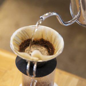 リノベブランド運営カフェ〈REISM STAND〉の「効きコーヒー」体験へ。産地や焙煎比べで、自分の好みを知ろう!