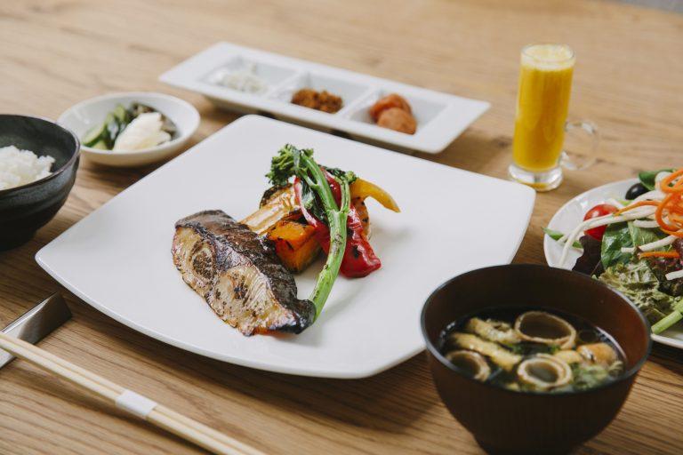 朝食のメインは日替わりで、和洋から選択可能。