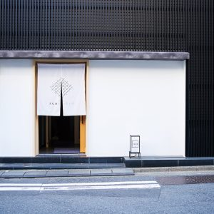 京橋・人形町の進化系カプセルホテルに注目!〈シモンズ〉のベッドでぐっすり快適な睡眠を。