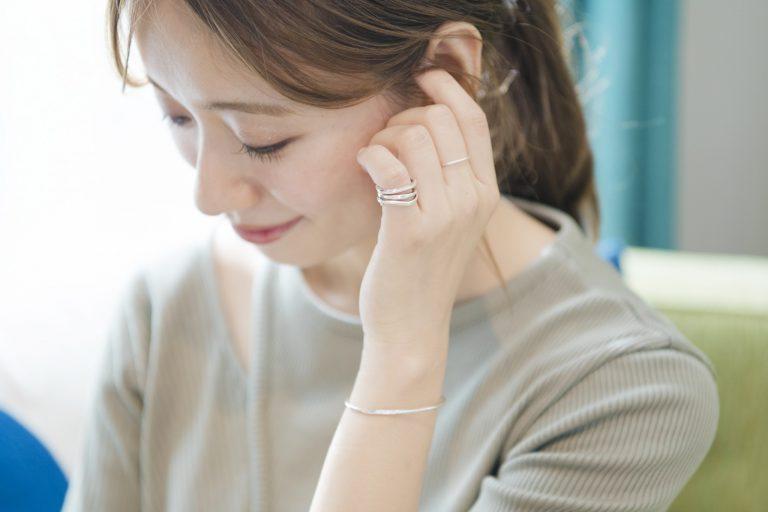 働く女子の愛用品。〈four seven nine〉のシルバーアクセサリー/フードスタイリスト・赤埴奈津子さん