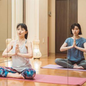 朝倉さんのリズムのいい指導に合わせて、徐々に呼吸に意識を向けていく。